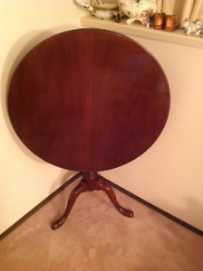 REDUCED- VINTAGE SOLID MAHOGANY Tilt Top Table From ESTATE