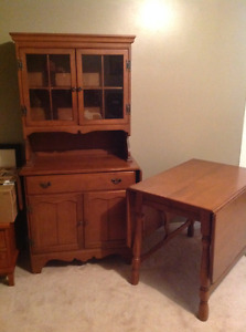 Table 4chairs with buffet and hutch