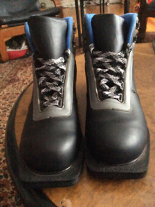 Womans cross country ski boots