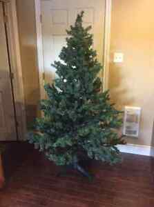 Christmas Tree 6.5 Ft Evergreen Garland 30 Ft Skirt 50 In Round