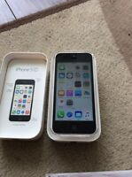white iPhone 5c 16gig works with telus and Koodo