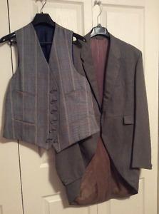 Men's Quality Klondike Grey Suit Jacket and Vest. 48Tall.
