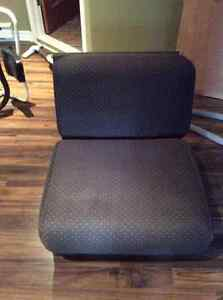 Fauteuil et lit / Couch and bed