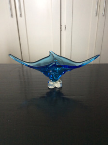 "VINTAGE BLUE STRETCH ART GLASS DISH (18"" LONG) TABLE CENTREPIECE"