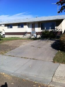 3 Bedroom Bunlalow In Vegreville