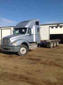 2007 Freightliner, tri-drive, cat engine , low KMS