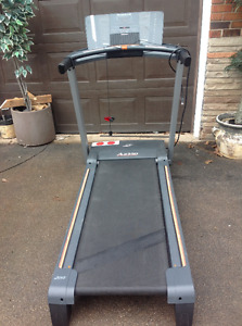 """FOLDING TREADMILL """"NORDICTRACK"""" A2350 SPACE SAVER"""