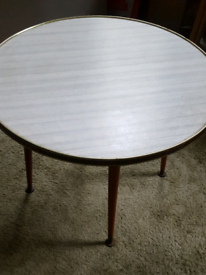RETRO CHIC Vintage Lounge Round Coffee Table