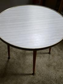 RETRO CHIC Vintage Lounge Round Coffee Table