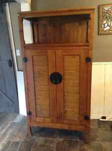 Pier One Tv armoire