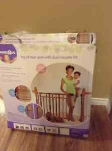 Babies R Us Top of Stair Gate with dual bannister kit.