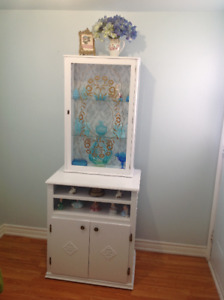 FANTASTIC DEAL....CHINA CABINET...WOOD...CAN BE SEPARATED