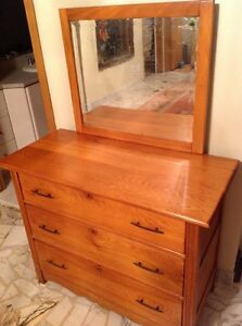 Antique Dresser / Meuble Antique