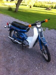 Mobylette antique Yamaha 1975