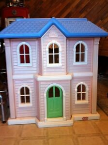 Barbie Doll House and Accesories