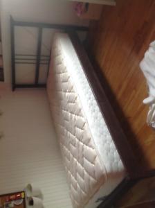 Base de lit simple achetée chez ikea