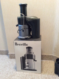 Almost New Breville JE900 Fountain Juicer