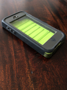 iPhone 5s OtterBox Armor Series Waterproof Case