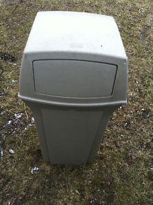 rubbermaid commercial outdoor garbage can