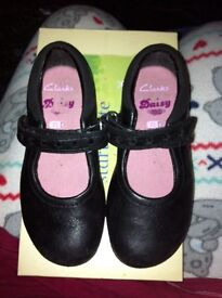 Girls size 7.5 D black Clark shoes
