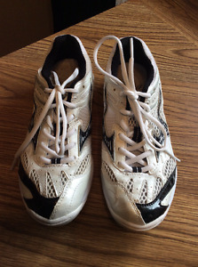 MIZUNO VOLLEYBALL SHOES FOR SALE