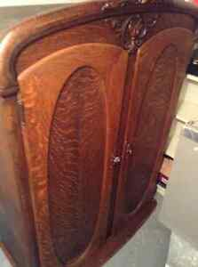 Antique Armoire a linge West Island Greater Montréal image 1