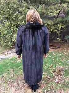 Mink coat, black, female, like new West Island Greater Montréal image 5
