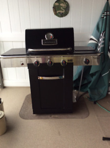 Like new Cuisinart natural gas barbeque