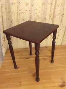 3 small end tables