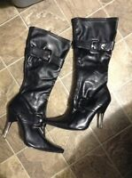 Size 7 woman's black boots