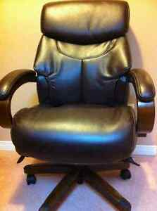 Brown la-z-boy recliner