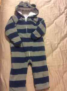 Old navy fleeced suit 18-24m