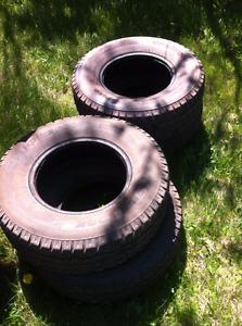 Set of 4 studded winter truck tires 235/75R15