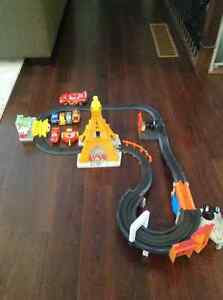 Cars Lightning McQueen Remote Track with Extra Cars Belleville Belleville Area image 2
