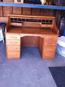 Beautiful Roll Top Desk