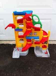 Car toy garage!!! Gatineau Ottawa / Gatineau Area image 2
