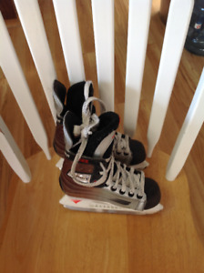Kids sz 13 Easton skates
