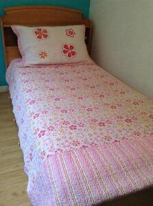 Joli couvre-lit réversible rose, fuchsia, orange, lit 1 place