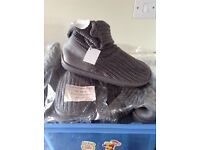 Grey boots ( new ) size 5/6.