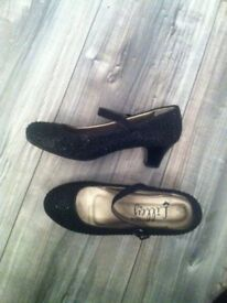 Girls black sparkly party shoes size 2, £7