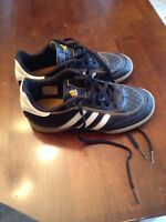 Boys indoor soccer shoes size 1