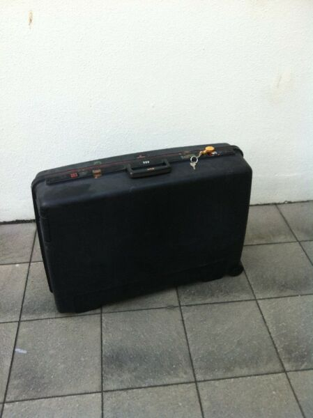 Delsey 28 inches hardcase luggage made for tough usage. With key and combination lock.