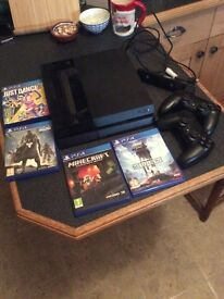 PS4 2 controllers, games and eye (camera)