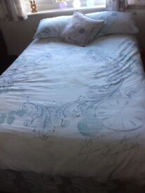 Bed 3/4 size (bit smaller than double bed)