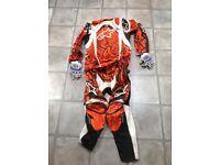 Alpinstar motocross gear and fox gloves