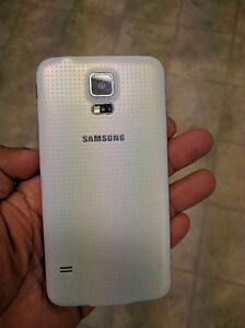 Are you looking for a used cell phone in very good condition? Cornwall Ontario image 2