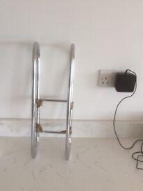Bathroom towel storage rail