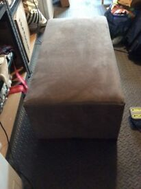 Brown ottoman style foot rest in great condition 10