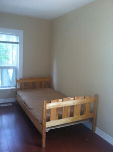 ROOM for Rent Downtown Brampton $450 Inclusive