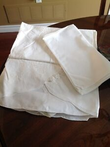 Oval Battenberg table cloth and 8 napkins Kitchener / Waterloo Kitchener Area image 1